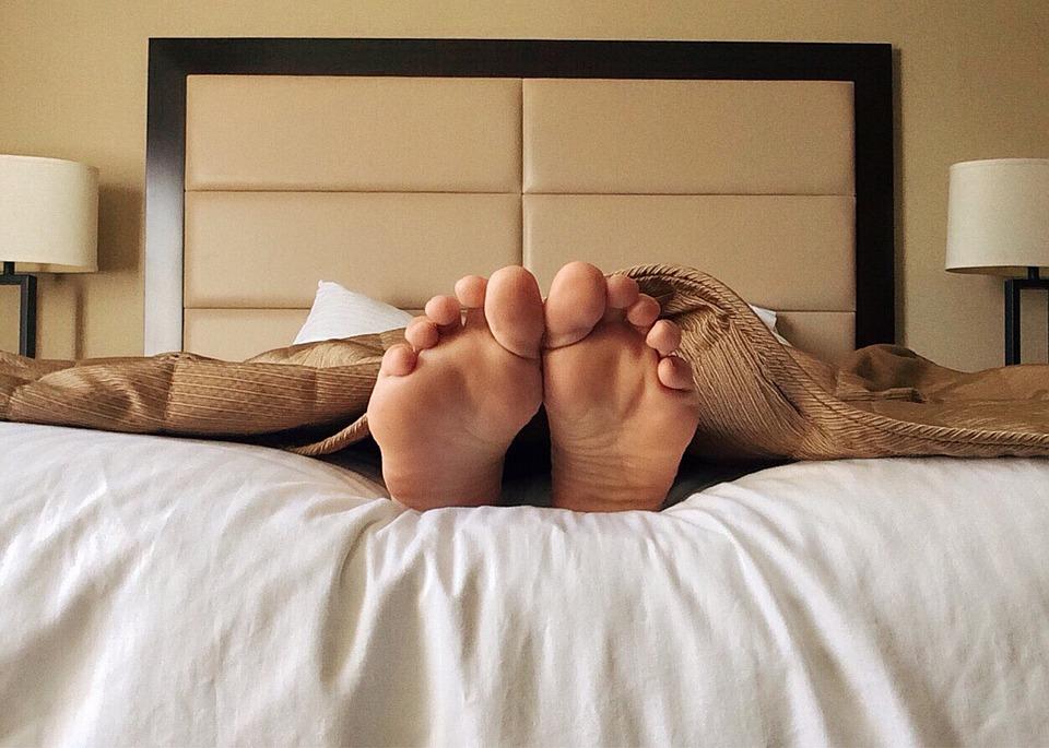 Dream Bed Sleep Feet Toes